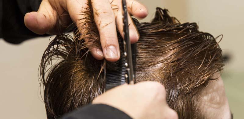 Machen Sie bei uns eine Haarpflege- und Typberatung Man soll bekanntlich ein Buch nicht nach seinem Umschlag beurteilen. Und trotzdem tun wir Menschen das jeden Tag. Ganz automatisch. Schuhe, Kleidung, Schmuck, Makeup, Frisur, … Das alles macht unseren Typ aus, bestimmt unser Image. Natürlich zählen aber letztendlich die inneren Werte.
